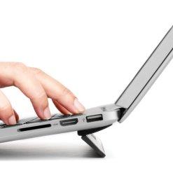 Bluelounge Kickflip - Utfällbart och självhäftande MacBook-stöd för MacBook Pro 15/16