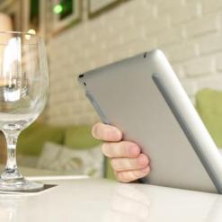 Bluelounge Kicks - Skyddar undersidan av iPad och andra surfplattor från repor