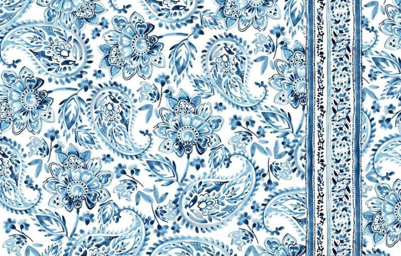 Kašmírový paisley vzor v bledě modré a bílé.
