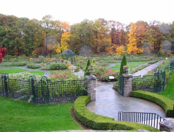 7s_Peggy_Rockfeller_Rose_Garden_New_York_Botanical_Garden_546-979x743