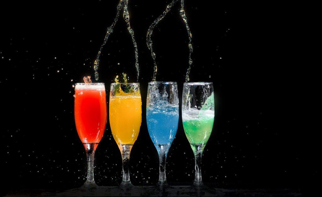 alcohol-beverage-black-background-1028637