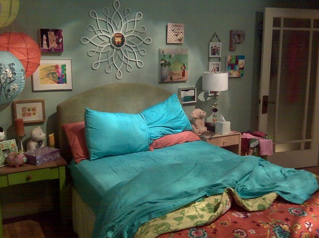 Big Bang theory|Peny's apartment| bright bedding| Penny's bedroom