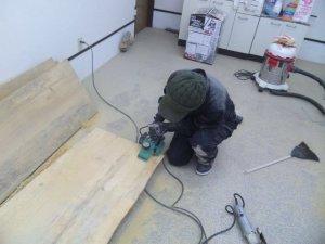 赤松テーブル板削り2