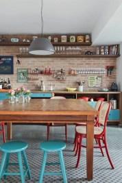 Cozinha com tijolos aparentes