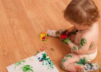 Aos 5 meses a criança já pode começar a rabiscar