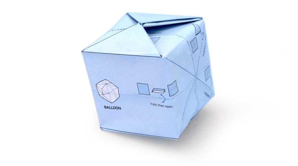 Origami de cubo criado com o papel de embrulho da ILOVEHANDLES