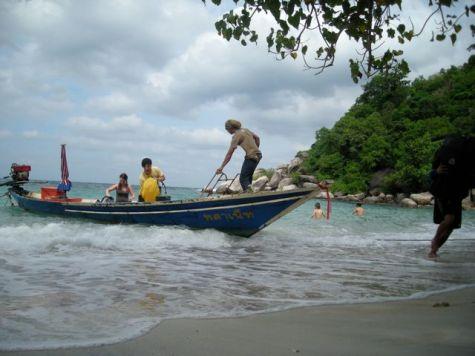 L'arrivée en long tail boat