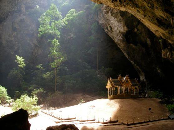 Caverne de Phraya Nakhon et le pavillon Kuha Karuhas
