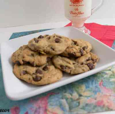 Tantalizing Tuesday – Chewy Chocolate Chip Cookies!