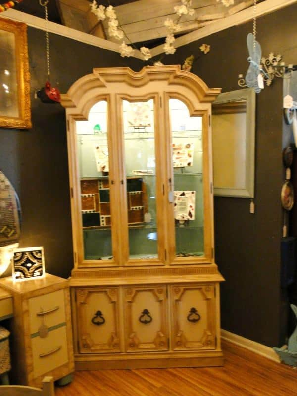 Painting A China Hutch With Annie Sloan Chalk Paint