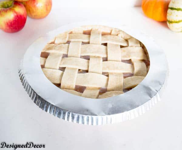 using a tin foil to bake an apple pie