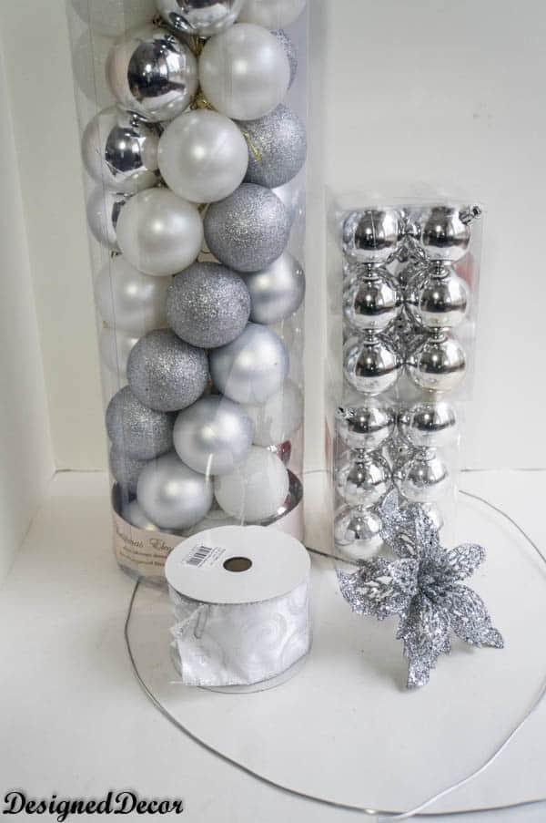 use bulb ornaments to make a Bulb Wreath