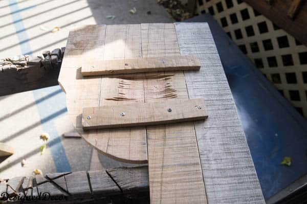 using a jigsaw to cut pallets
