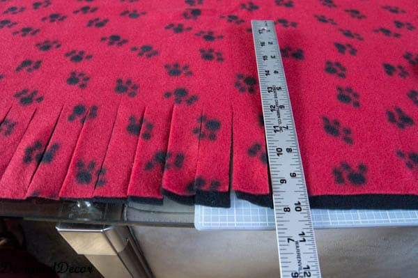 how to cut a No Sew Blanket-