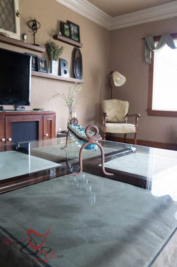 House Tour ~ Living Room- Decorative accents
