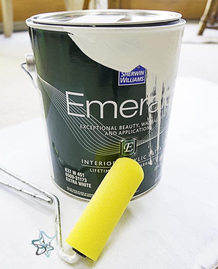 picture of Sherwin Williams paint can