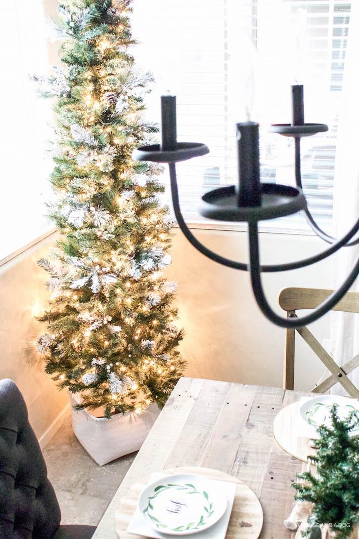 A Very Farmhouse Christmas Home Tour - Rustic Dining Tablescape   designedsimple.com