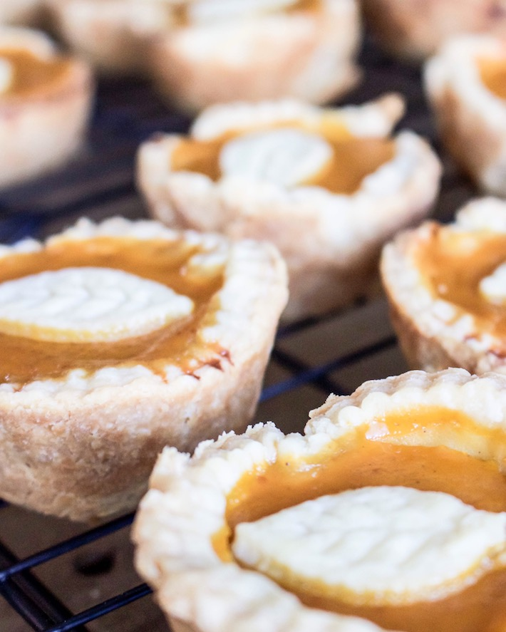 Easy Mini Pumpkin Pies | designedsimple.com
