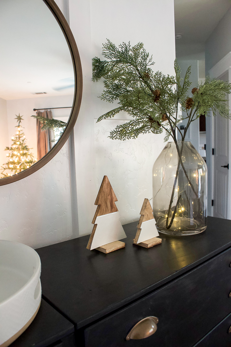 Christmas 2018 Entry & Living Room Decor - Christmas House Tour | designedsimple.com