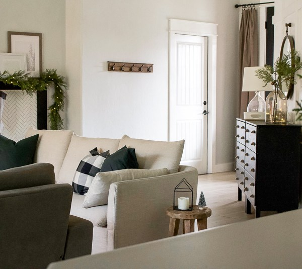 Christmas Entry & Living Room – 2018