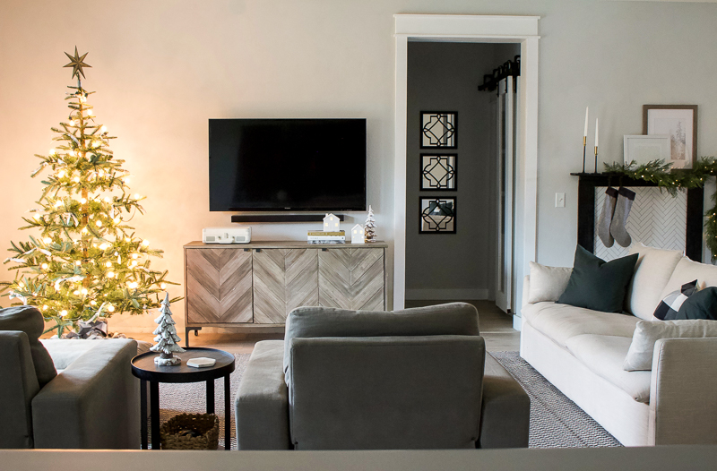 Christmas 2018 Entry & Living Room Decor - Christmas House Tour | designedsimple.com