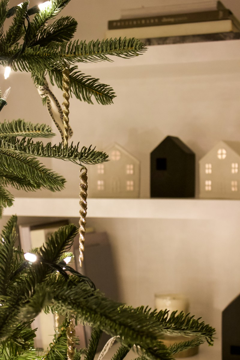 Sharing our home for a simple Christmas night house tour - nighttime is when the holidays really become magical and feel so different! | Designed Simple | designedsimple.com