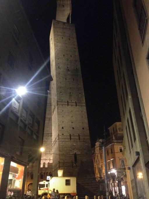 Turnul inclinat din Bologna