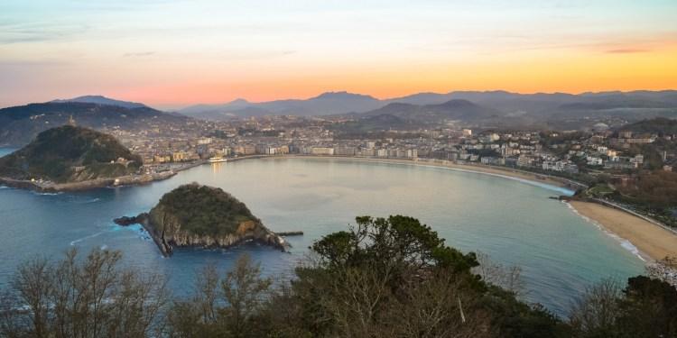 Plaja La Concha din San Sebastian, poate cea mai frumoasă din Europa