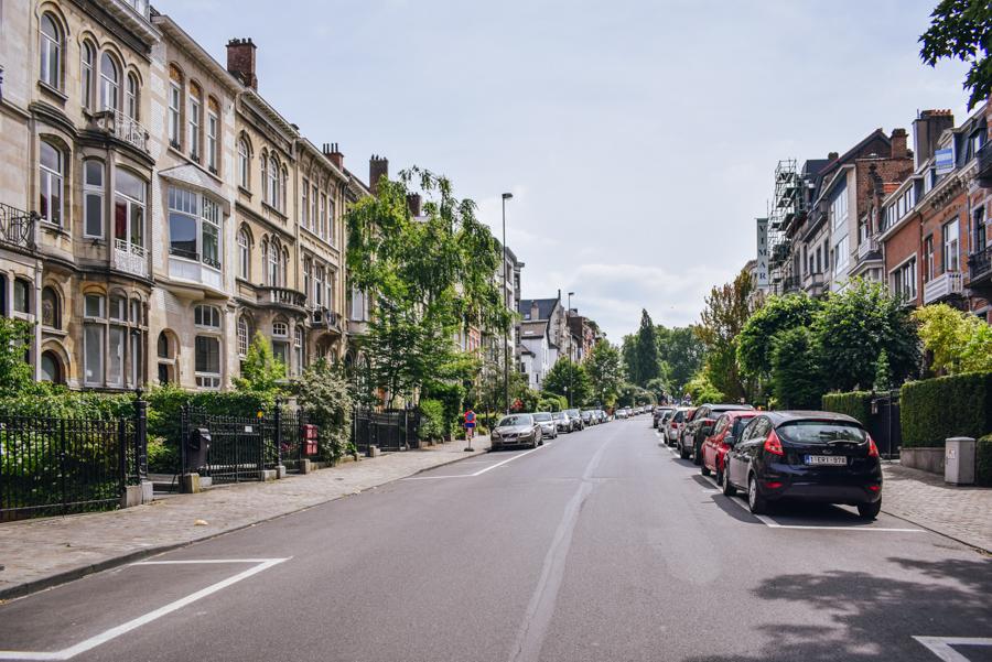 Art Nouveau architecture DIY Tour in Brussels