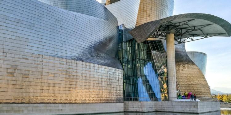 Muzeul Guggenheim din Bilbao al lui Frank Gehry