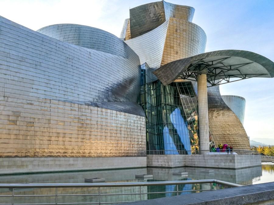 Muzeul Guggenheim din Bilbao al lui Frank Gehry, Țara Bascilor