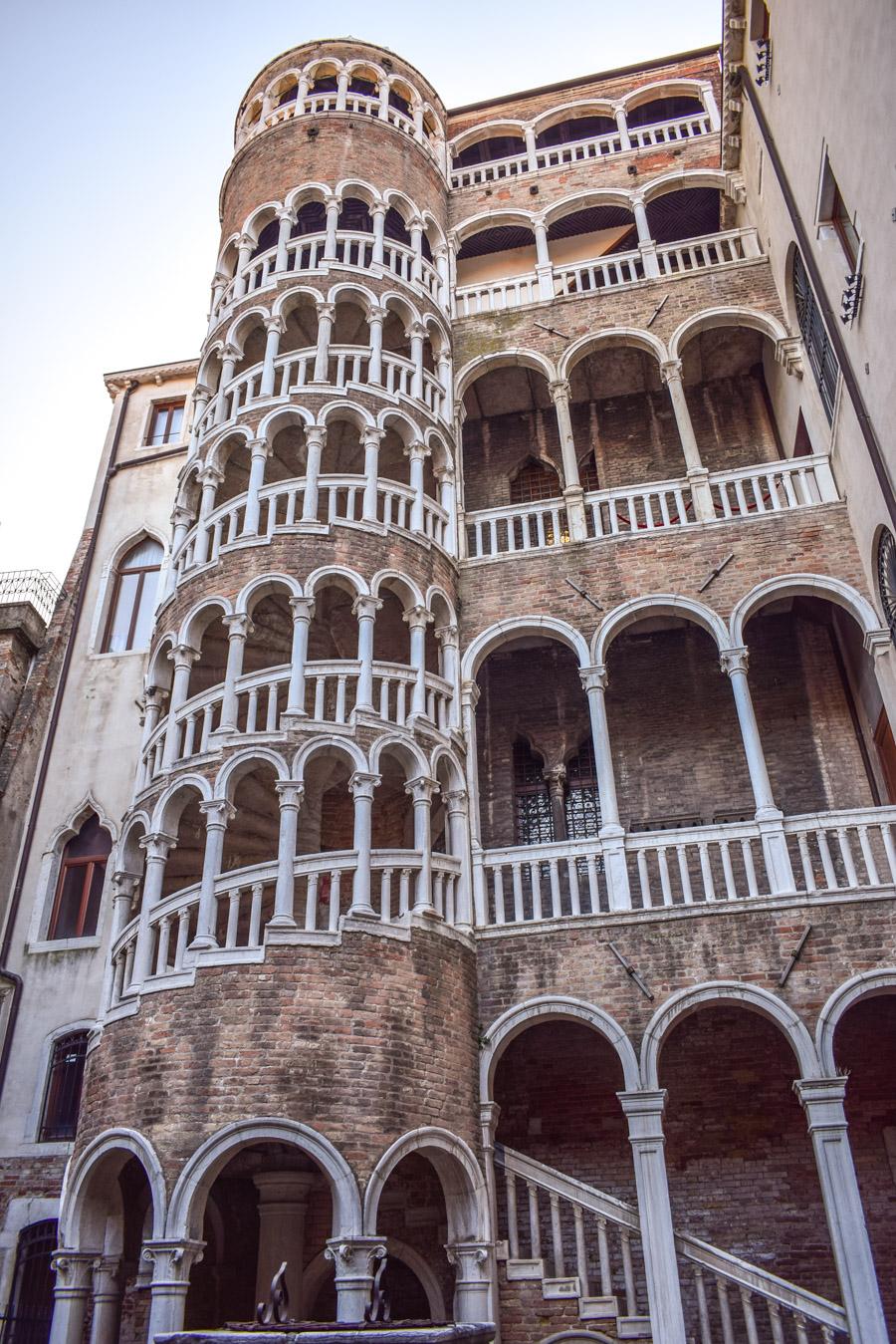 Veneția: ghid complet de călătorie - Scala Contarini del Bovolo