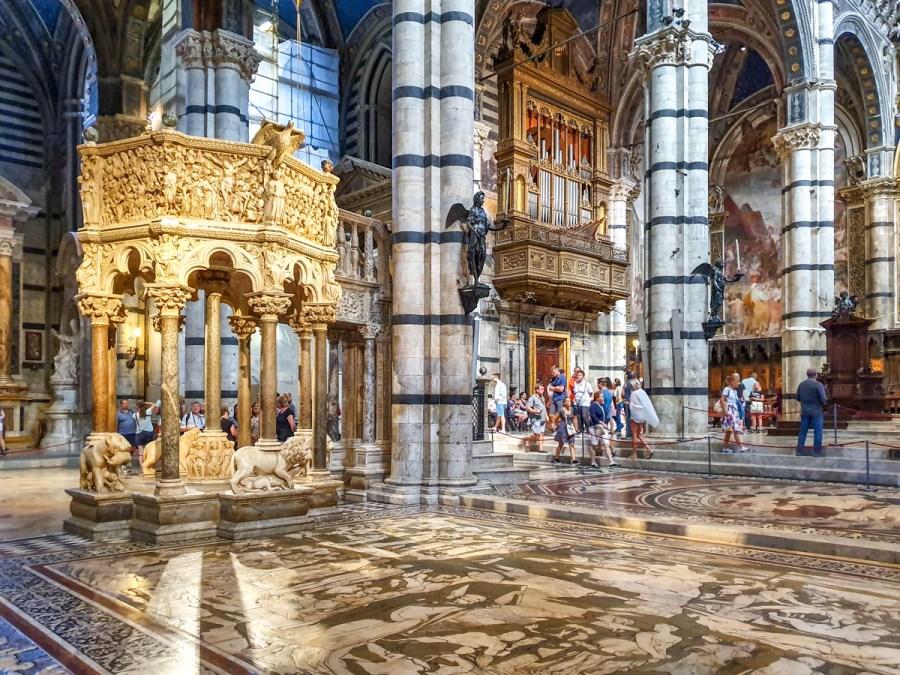 Amvonul catedralei din Siena