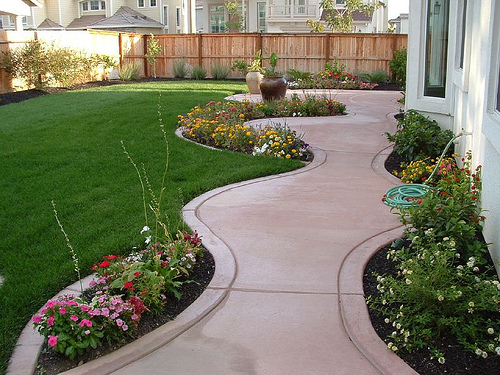 Exclusive Landscaping Ideas to Fit Your Low Budget ... on Backyard Landscaping Ideas On A Budget id=93219