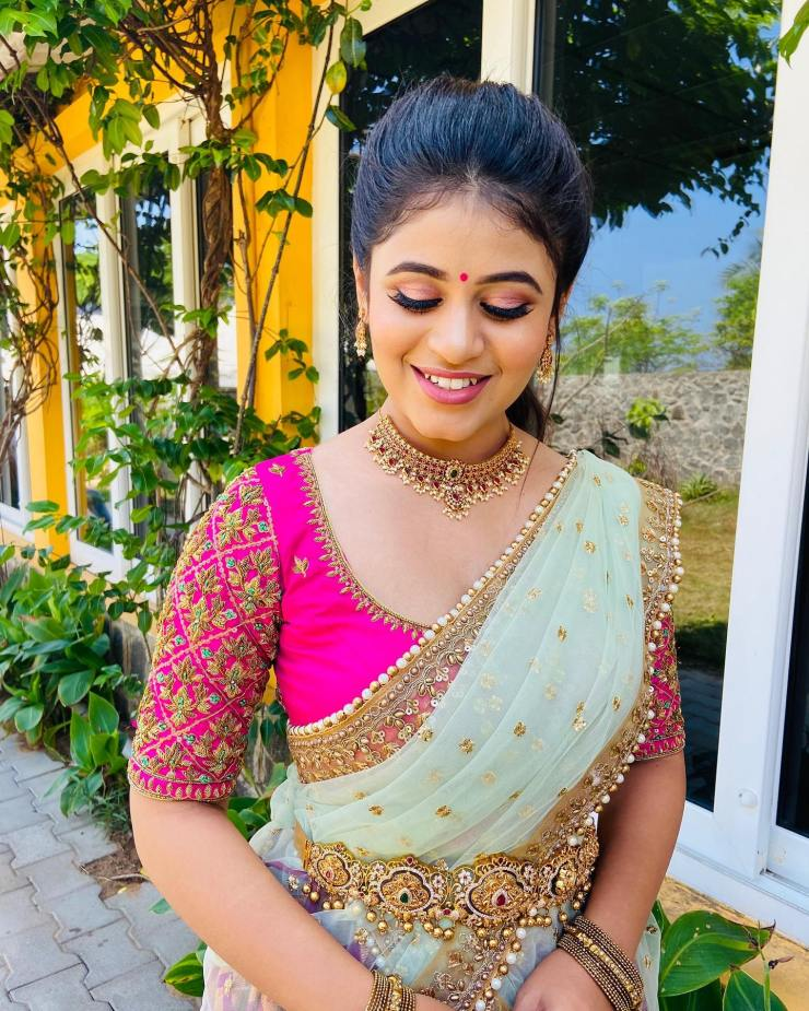 Beautiful Pujitha devaraju dressed up in this stunning lehenga from IDH for a television event . . . Muah : Shrishti makeover by shobi. Jewels : Made for hers. . . Ping on 9884179863 to book an appointment. 2021-02-03