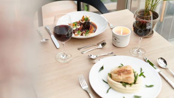 plöner-see-restaurant-mit-seeblick