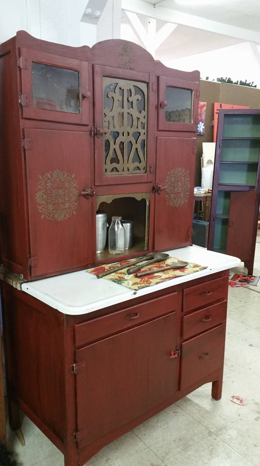Dixie Belle Mineral Paint - Colors: barn red and pine cone