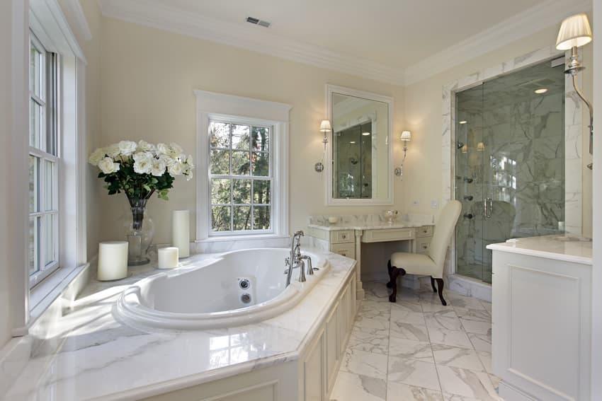 25 White Bathroom Ideas (Design Pictures)