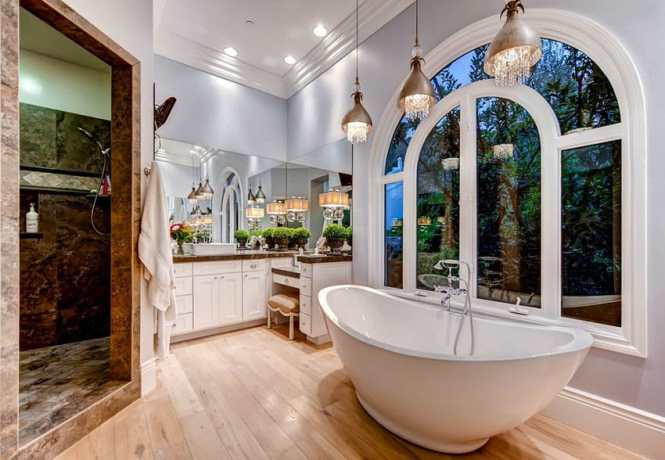 Beautiful Master Bath With Tub And Pendant Lights Hanging Glass
