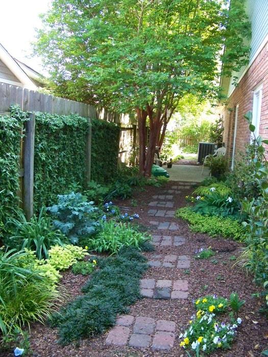 75 Walkway Ideas & Designs (Brick, Paver & Flagstone ... on Side Yard Walkway Ideas id=48675