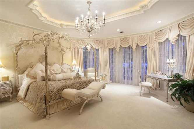 25 Luxury French Provincial Bedrooms Design Ideas Parisian Style Master Bedroom With Beautiful Decor Canopy Bed And Chandelier