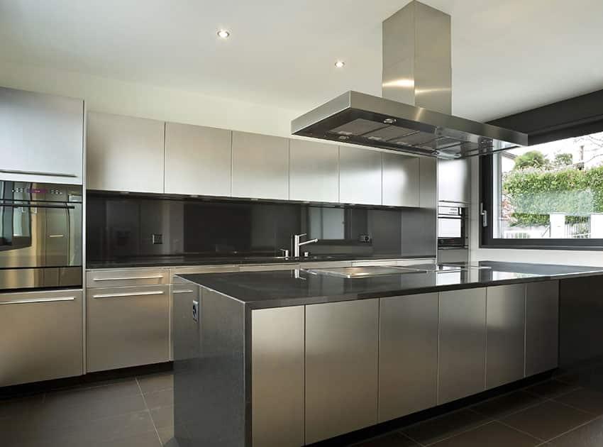 30 Gray and White Kitchen Ideas - Designing Idea on Modern Backsplash For Dark Countertops  id=58767