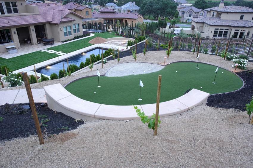 25 Golf Backyard Putting Green Ideas - Designing Idea on Putting Green Ideas For Backyard id=32944