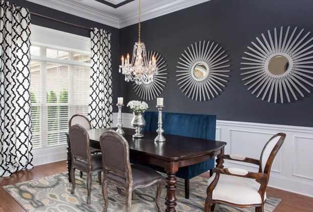 Beyaz lambri ile siyah boya rengi yemek odası