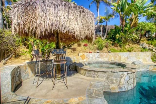 Yüzme havuzu ve spa üzerinde DIY arka bahçe palapa