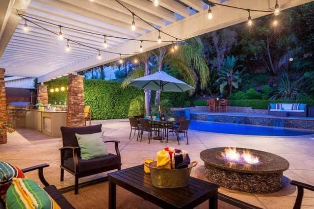 Granit üstü ateş çukuru ve dize ışıklı havuzlu arka bahçe