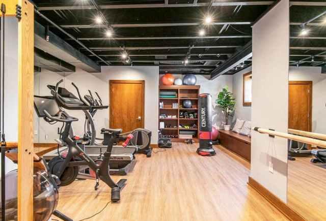Modern bodrum egzersiz ev spor salonu