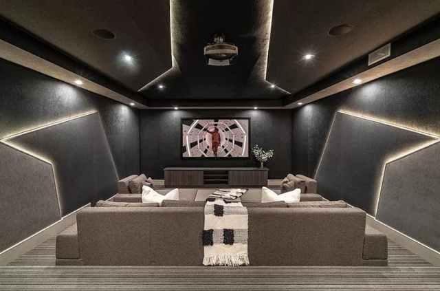 Duvar şeridi led aydınlatmalı modern film odası