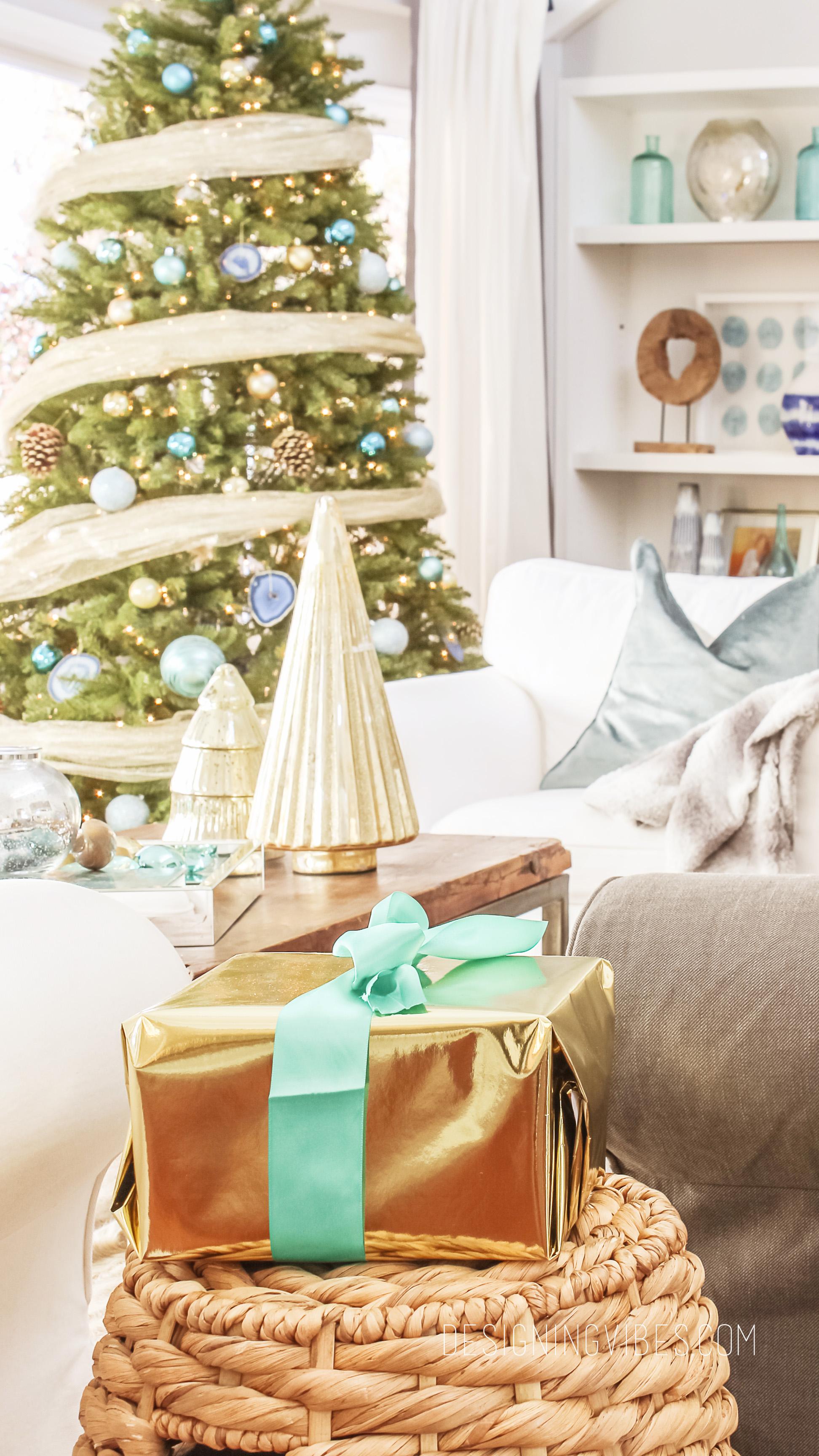 Coastal christmas decor - Coastal Contemporary Christmas Decor