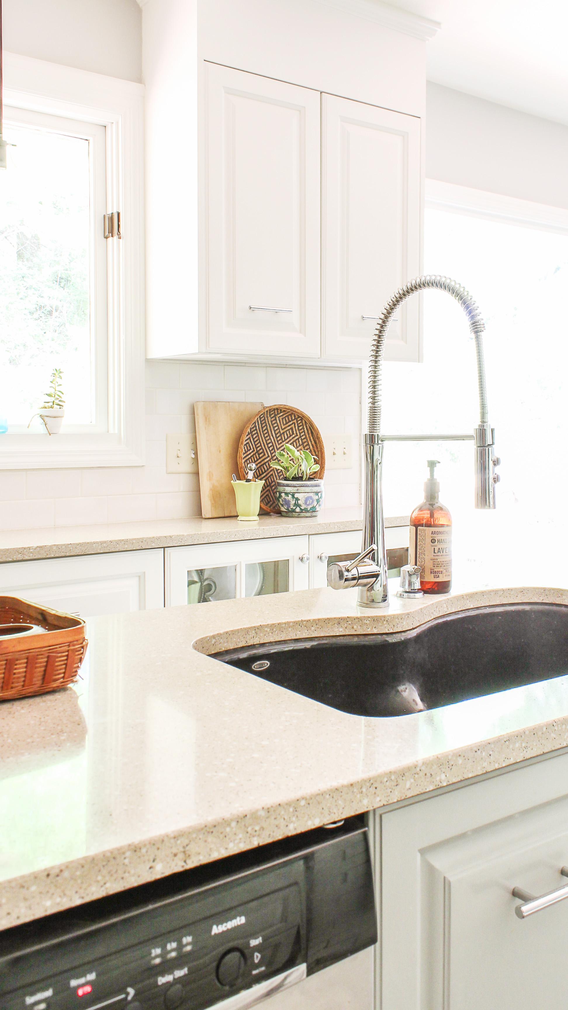 how i renovated my 1980 39 s kitchen on a crazy low budget diy kitchen makeover. Black Bedroom Furniture Sets. Home Design Ideas